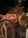 生ハムと白ワイン。